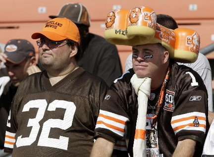 Browns-fans-watch-minnesotajpg-cdbee676e24d623b_large